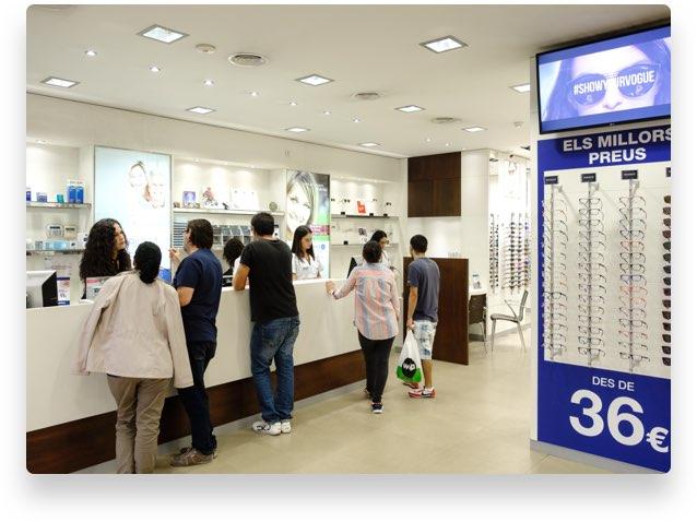 1579f4e139 En nuestros centros el cliente puede encontrar un amplio catálogo de  producto, de colecciones actuales, a un precio cerrado (montura + cristal).